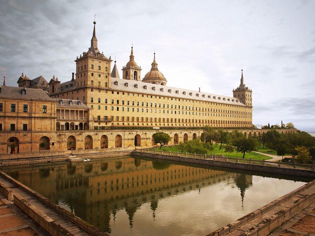 http://4.bp.blogspot.com/-RsfQ9fV7sSk/UX86f65uAZI/AAAAAAAADF0/1tL435Vgbig/s1600/Madrid+Spain+3.jpg