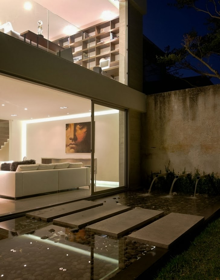 Modern pond in Modern dream home by Paz Arquitectura