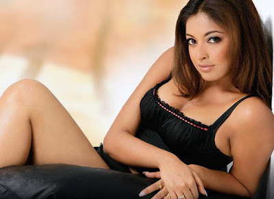 Sexy Actress Tanushree Dutta Bikini pictures, stills, wallpapers