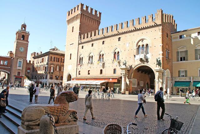 Palazzo-Municipale-Ferrara-Italia