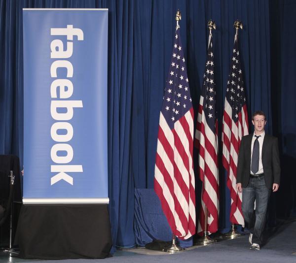 600ap zuckerbergobama1 062433 [UPDATE] Foto   Foto Kunjungan Barrack Obama Ke Kantor Pusat Facebook