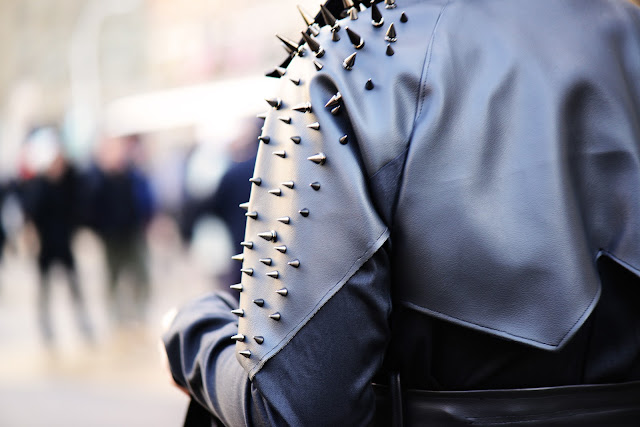 NYFW+AW+STREET+STYLE+SHOULDER+SPIKES+SNAPPYLIFESTYLE.jpg (1600×1067)