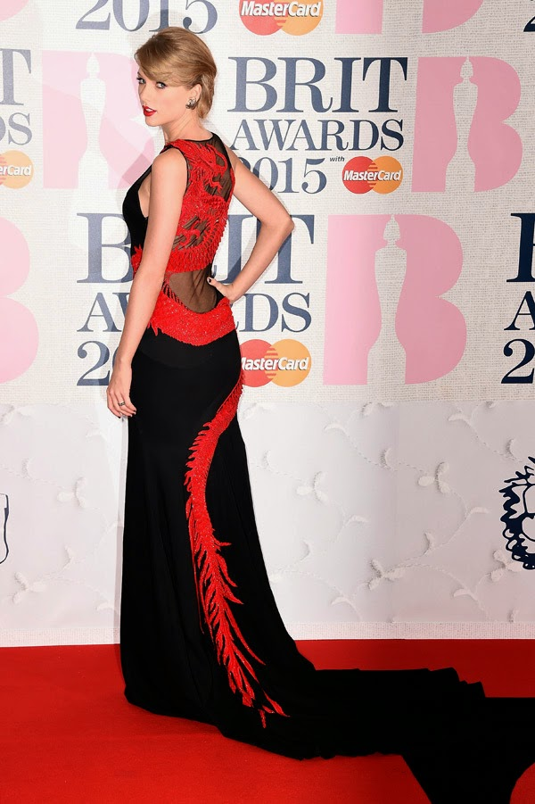 Taylor Swift goes glamorous in black at the 2015 BRIT Awards in London