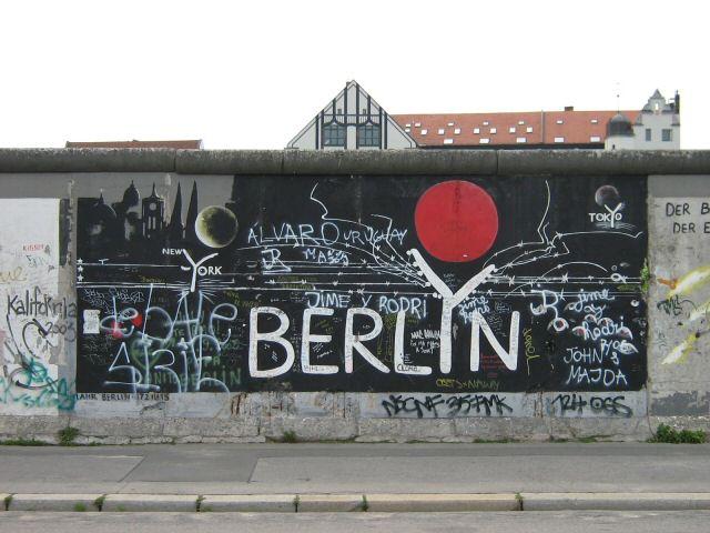 designpassions the berlin wall. Black Bedroom Furniture Sets. Home Design Ideas