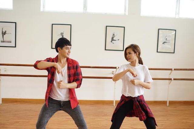 Đông Nhi, Ông Cao Thắng gây tò mò với điệu nhảy độc đáo.