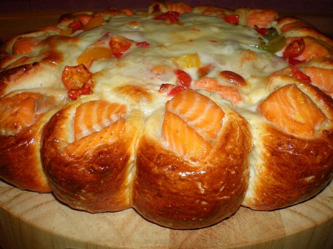 Пирог с сёмгой и картошкой из дрожжевого теста рецепт