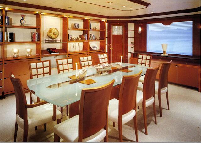 Salón Comedor de un Yate con muebles Tressera Colecction
