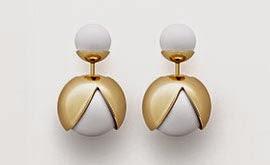 brincos Be Dior pérolas de laca branca e acabamento em ouro com formato de abelha estilizada