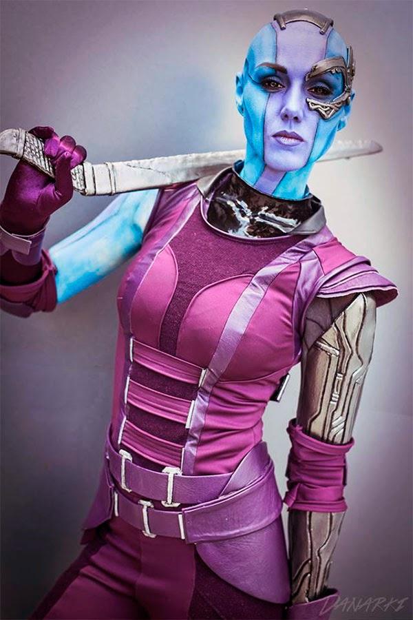 Chica con un alucinante disfraz de Nébula de 'Guardianes de la Galaxia'