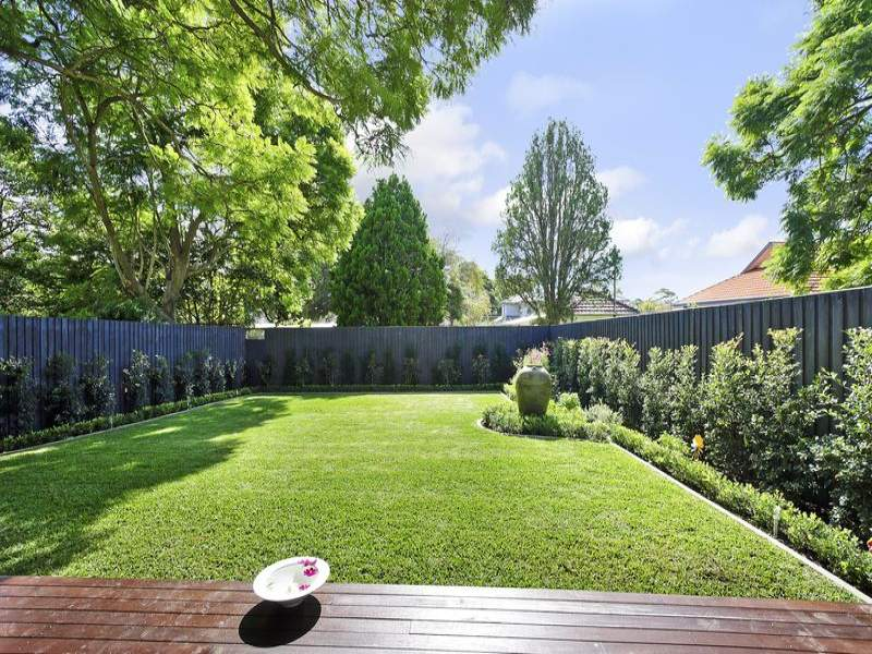 Best 10 landscaping ideas for your backyard or front yard for Easy landscape plans