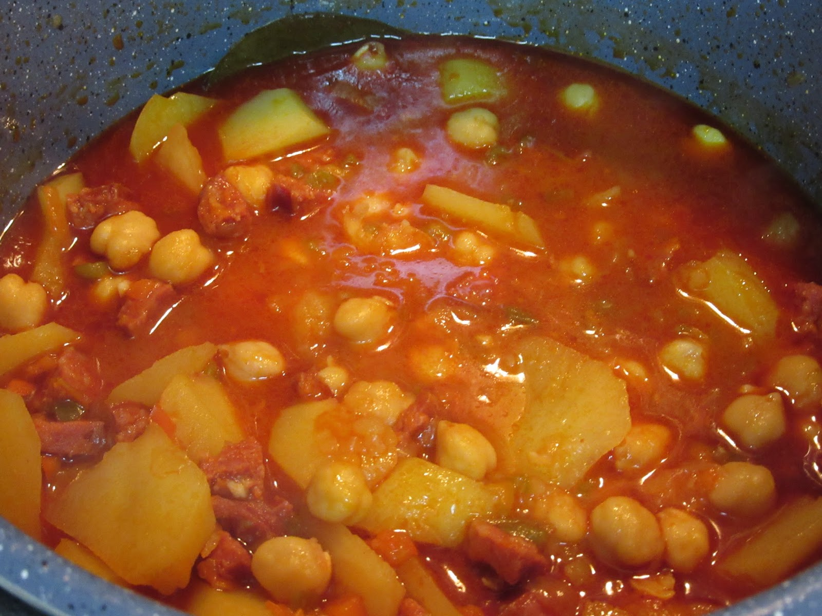 Potaje de garbanzos con patatas olla gm - Bacalao con garbanzos y patatas ...