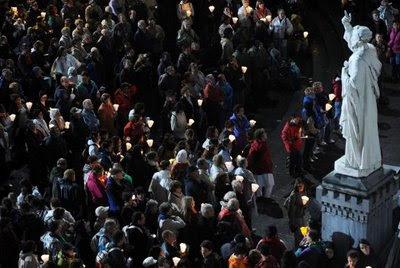 Nossa Senhora atrai as pessoas a Lourdes sobretudo para curar as almas