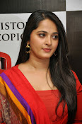 Anushka at rudramadevi trailer launch-thumbnail-5