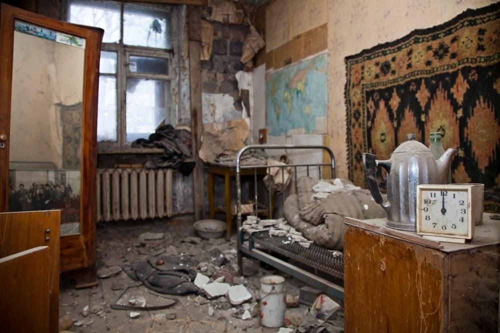 ок, посад Пахомов  в доме-призраке на Фабричной