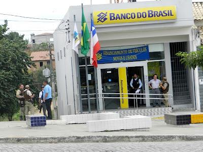 PM EVITAR ASSALTO AO BANCO DO BARSIL DE MONTE SANTO