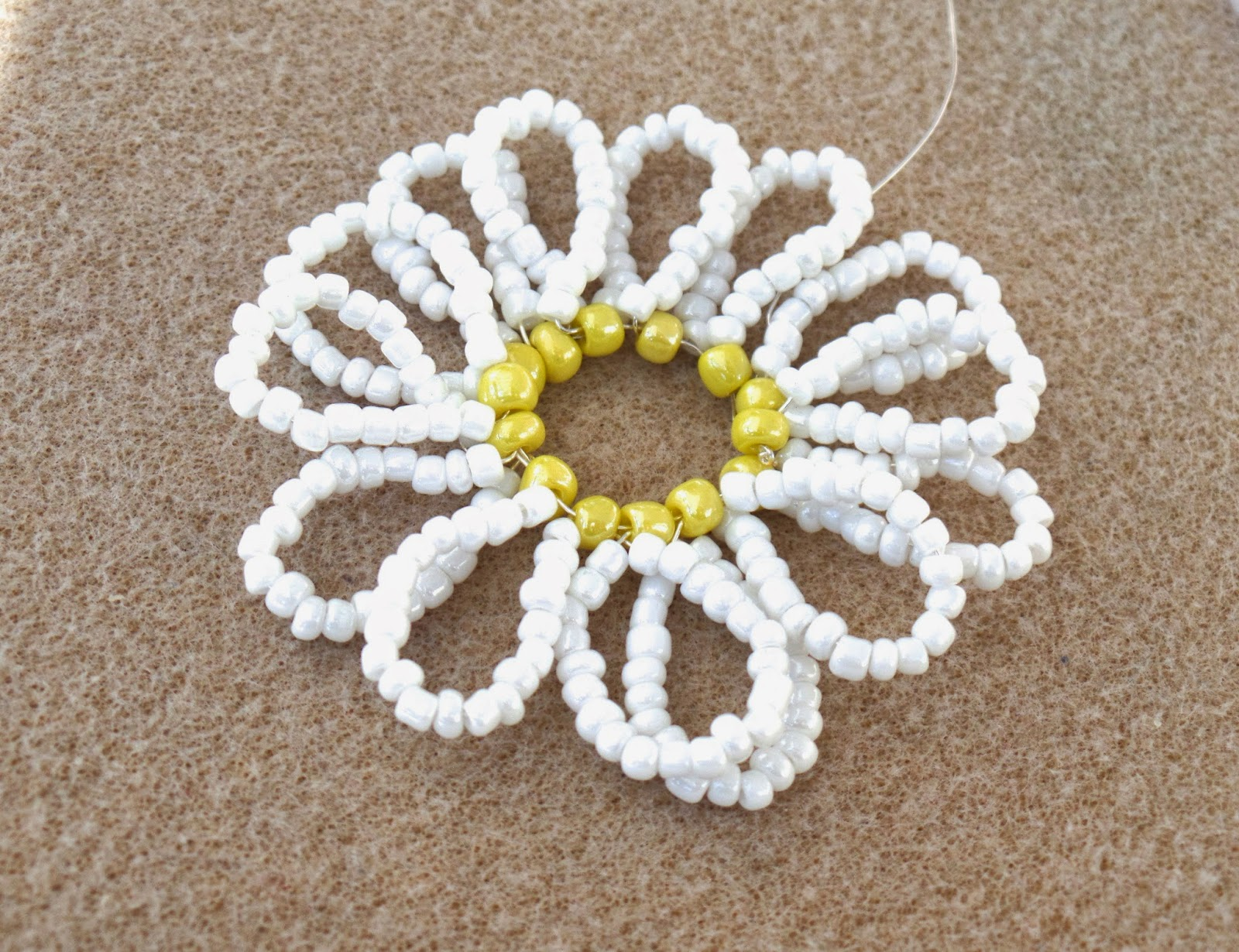 how to make a beaded daisy