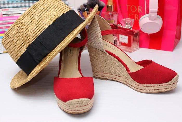 oysho_zapatos_cuñas_rojas_esparto_serraje_verano_2014_sombrero_angicupcakes03