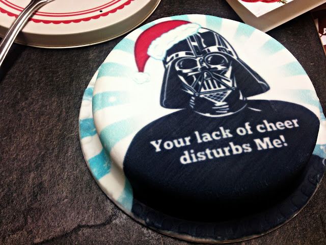 Star Wars Christmas Letterbox Cake