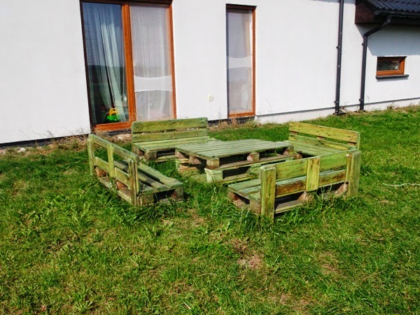 Jak Zrobic Meble Ogrodowe Z Palet Drewnianych : zrobieniu mebli z palet zdecydowałam rok temu Widziałam trochę