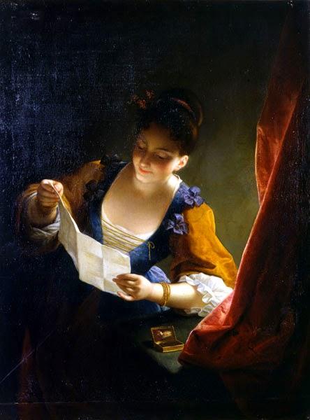 Giovane donna leggendo una lettera