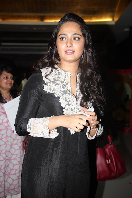 Anushka Stills At Inji Idupazhagi Movie Audio Launch