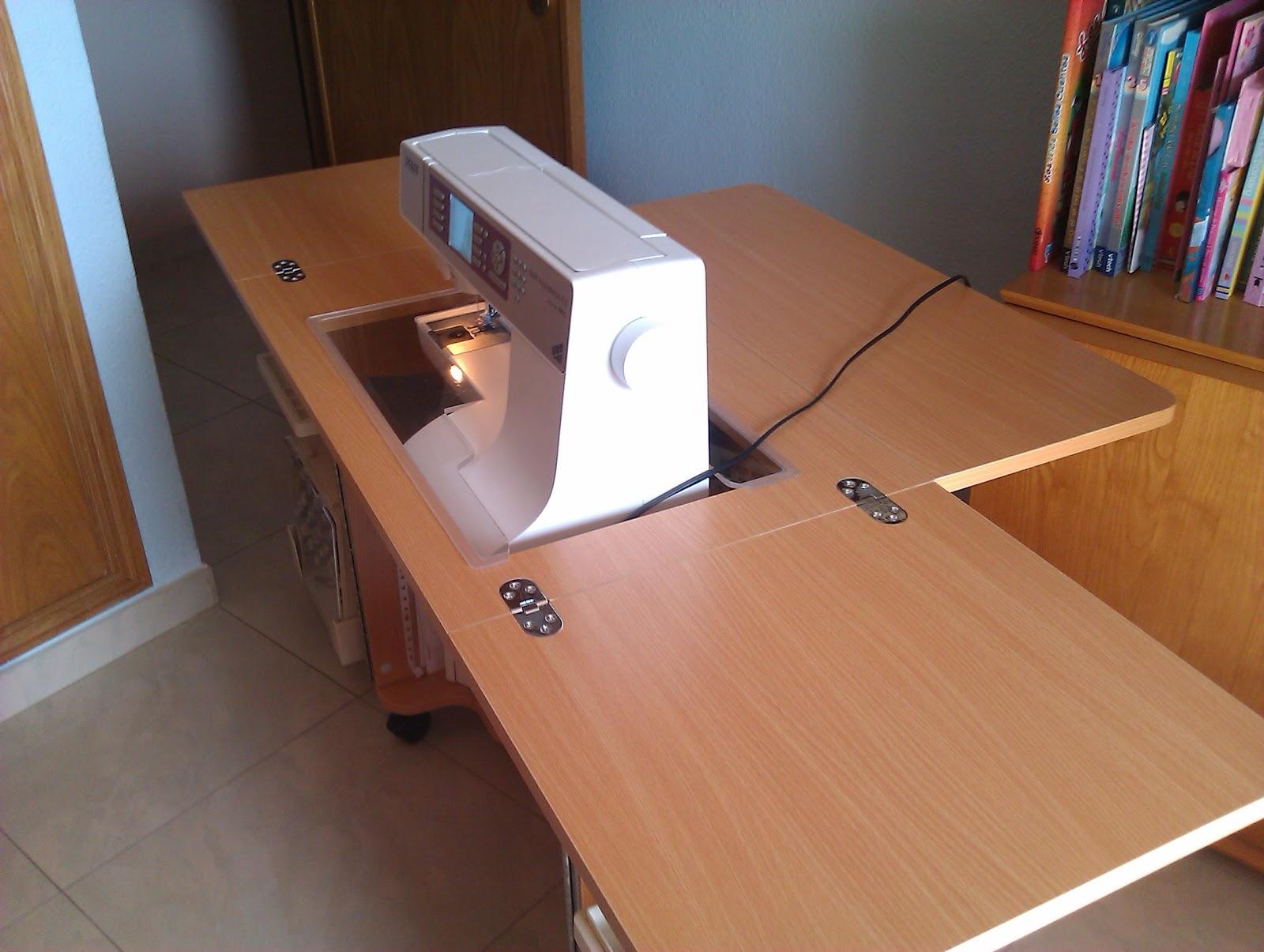 El costurero de teresa mueble para la m quina de coser for Mesa para maquina de coser