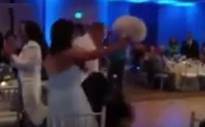 بالفيديو: عريس أراد أن يفاجئ عروسه برقصة جريئة.. فحدث ما لم يتوقعه groom surprise his pride dance
