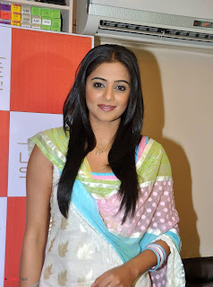 Priyamani Pictures in Salwar Kameez at Lakme Salon Launch at Secundrabad  0007