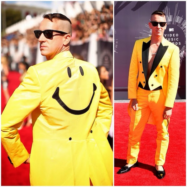 Jeremy Scott in yellow Moschino smiley face tuxedo at 2014 MTV VMAs