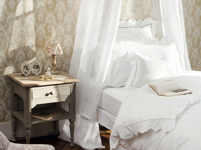 Creative choices interior s more on grey and gray for Damask wallpaper bedroom ideas