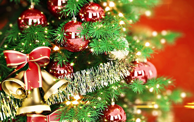 Beautiful Christmas Arrangement wallpaper