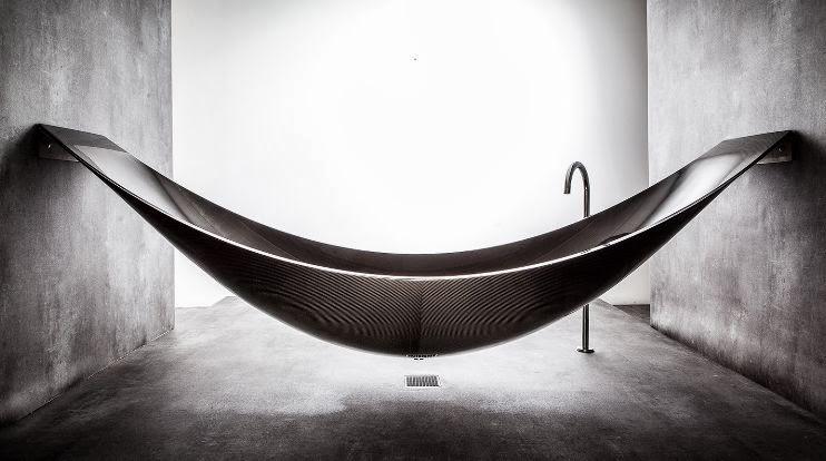 Arredo in: vasca da bagno sospesa in carbonio