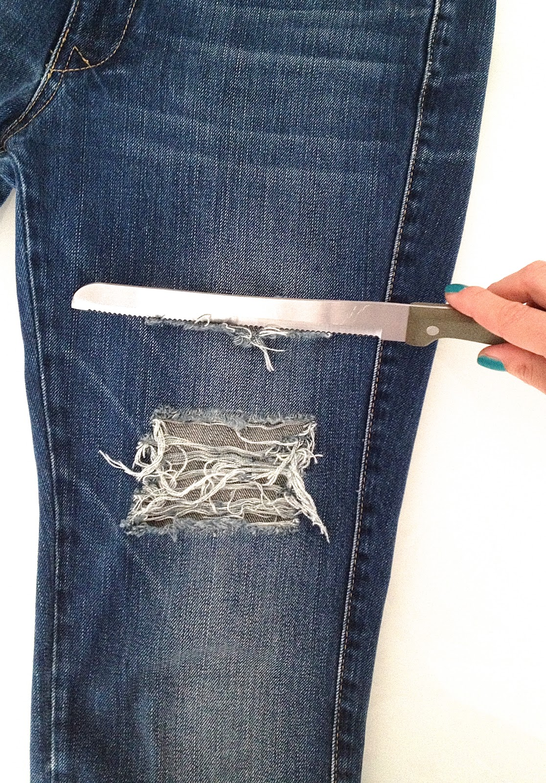 Get Inspired' by Daphnila: DIY: RIPPED JEANS