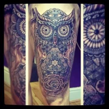 Ideias de tatuagens de coruja na perna com rosa
