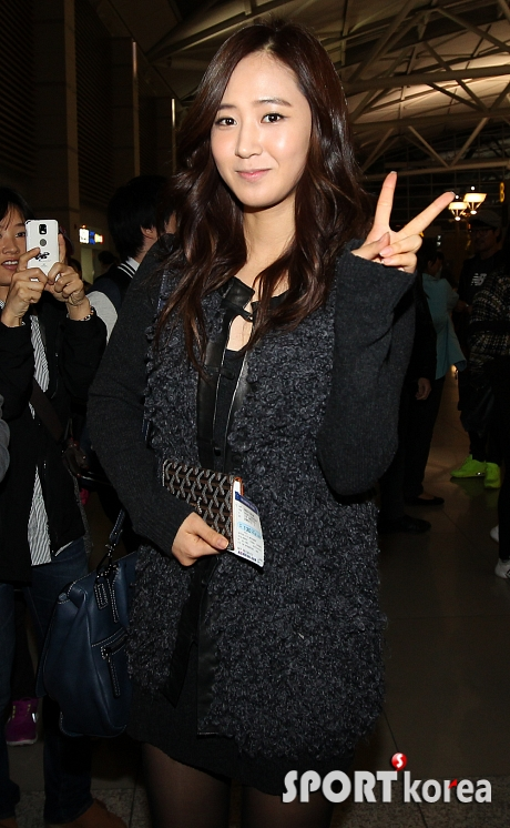 SNSD Airport Fashion - Yuri