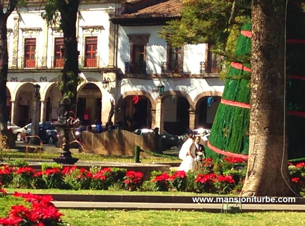 Árbol de Navidad Monumental en la Plaza Vasco de Quiroga en Pátzcuaro