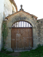 El portal d'accés a la Rectoria de Sant Andreu de Gurb