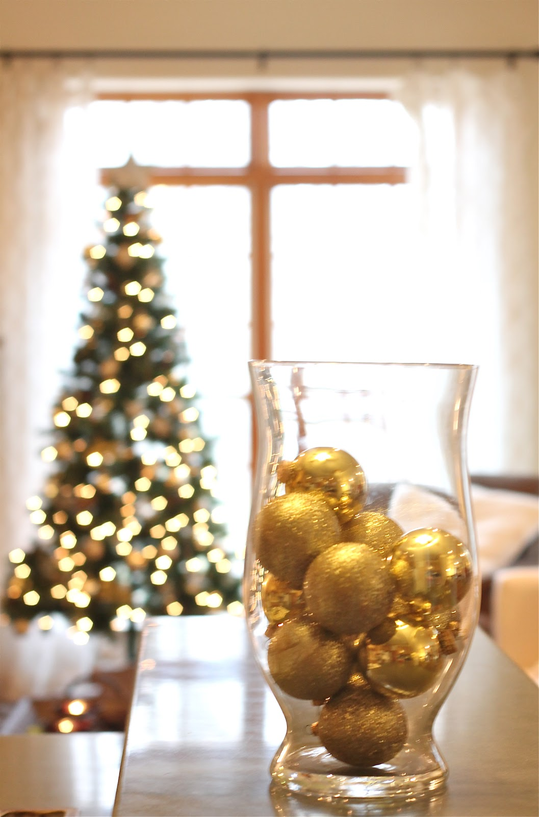 Holiday Decor - easy and inexpensive ways to decorate for the holidays