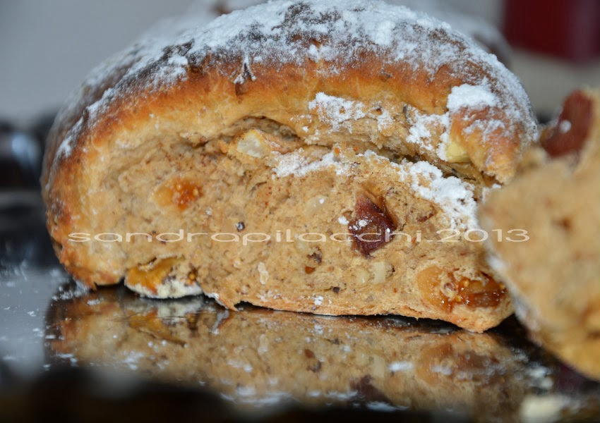 treccia di pane con frutta secca e noci brasiliane cotta nella cucina economica....tutta un'altra storia!