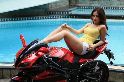 Gambar Bugil Model Model Cantik Berpose Dengan Megelli