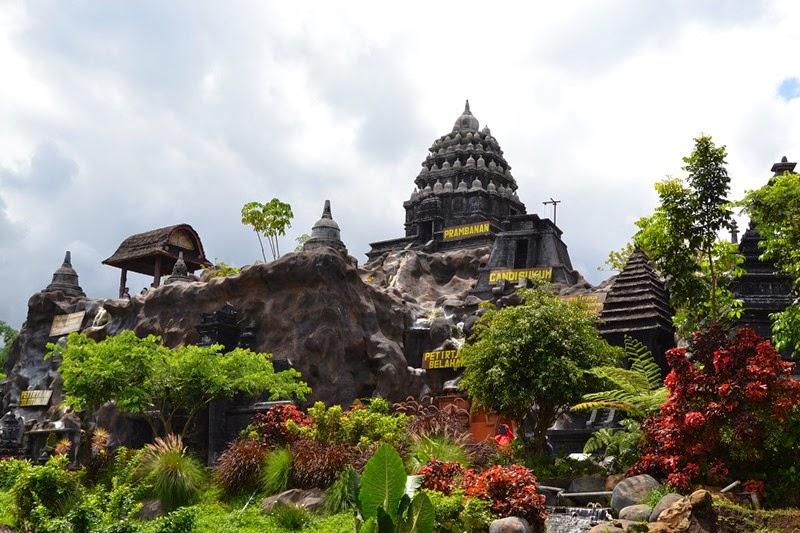 Replika Candi Prambanan Eco Green Park Batu Malang