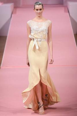 belle robe du défilé d'alexis mabille printemps été 2013. Robe de cérémonie des oscar. Magnifique robe fendu pastelle, avec une jolie ceinture jaune pastel