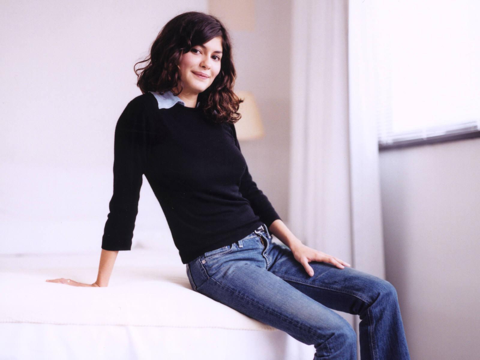 http://4.bp.blogspot.com/-RzXTXR3nSGA/UFmsUCrRk4I/AAAAAAAAM5g/ypEd4uw0ybM/s1600/fond-ecran-celebrites-feminines-audrey-tautou-003.jpg