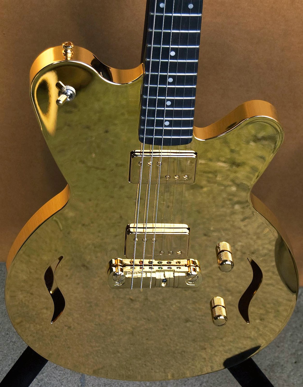 guitarra fender de oro