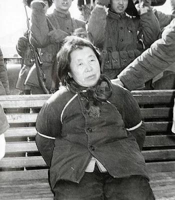 Inilah Foto Eksekusi Mati Koruptor Wanita di China