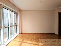 Piso de dos dormitorios en alquiler en Atocha Baja, garaje. 700€