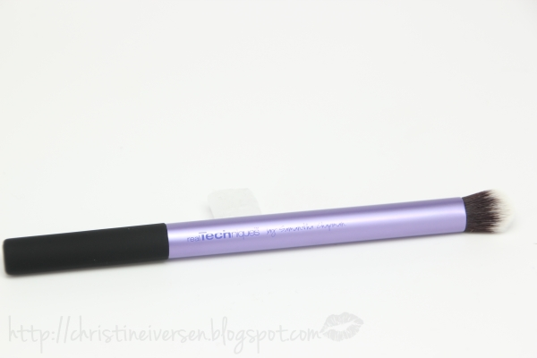 how to use crease brush