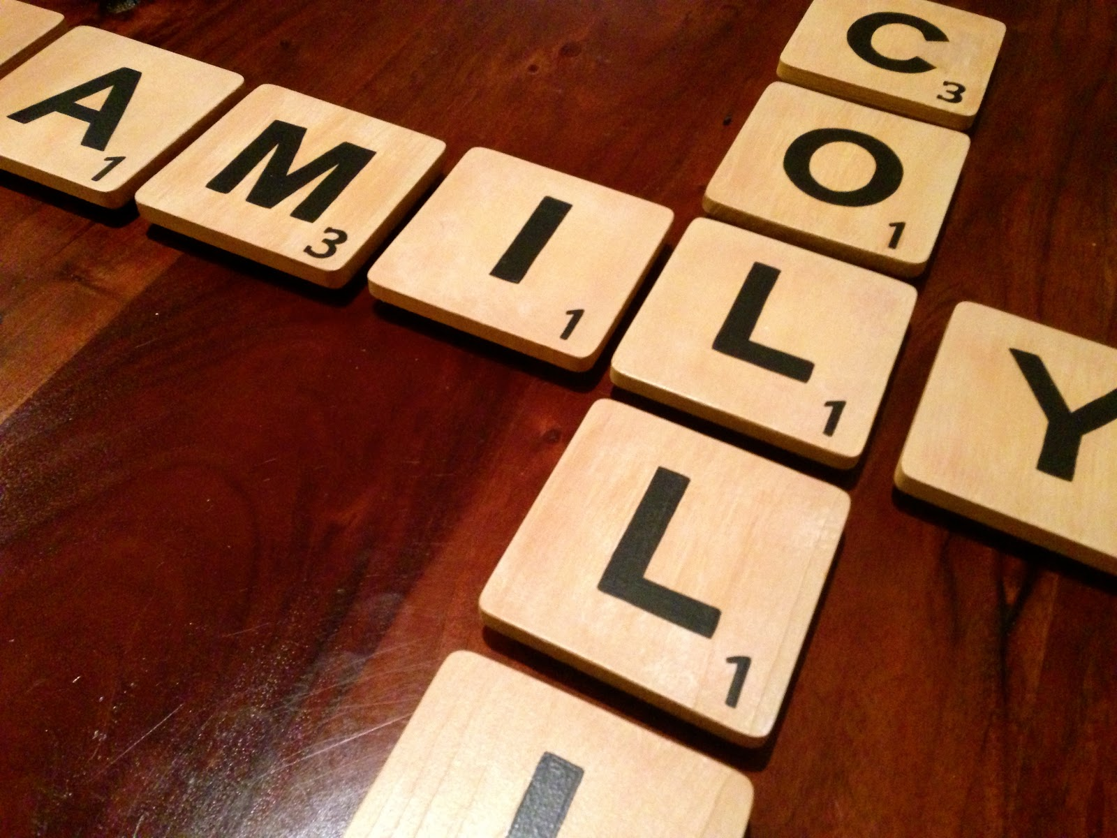 Practical Imperfect Mom: Spell it out! Diy Scrabble tile wall art!