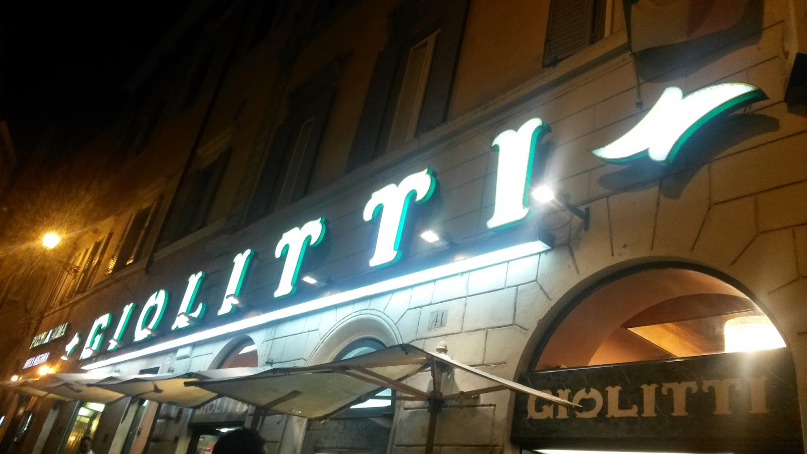 Un sardo in giro gelateria giolitti a montecitorio for Sede camera deputati
