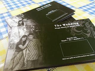 Undangan Pernikahan Hitam Putih (enha-HC040)